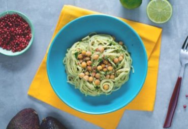 Cook With Us – Whole Spaghetti With Avocado Cream And Crispy Chickpeas